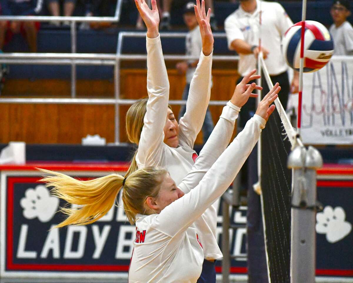 The Plainview volleyball team picked up a pair of wins, beating Wichita Falls and Lubbock 3-0, in a triangular on Tuesday in the Dog House.