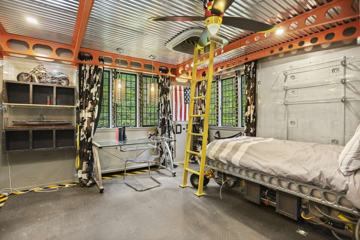 One of the bedrooms in thehome on 59 Sawmill Lane in Greenwich, Conn. was highlighted on the viral social media account Zillow Gone Wild.
