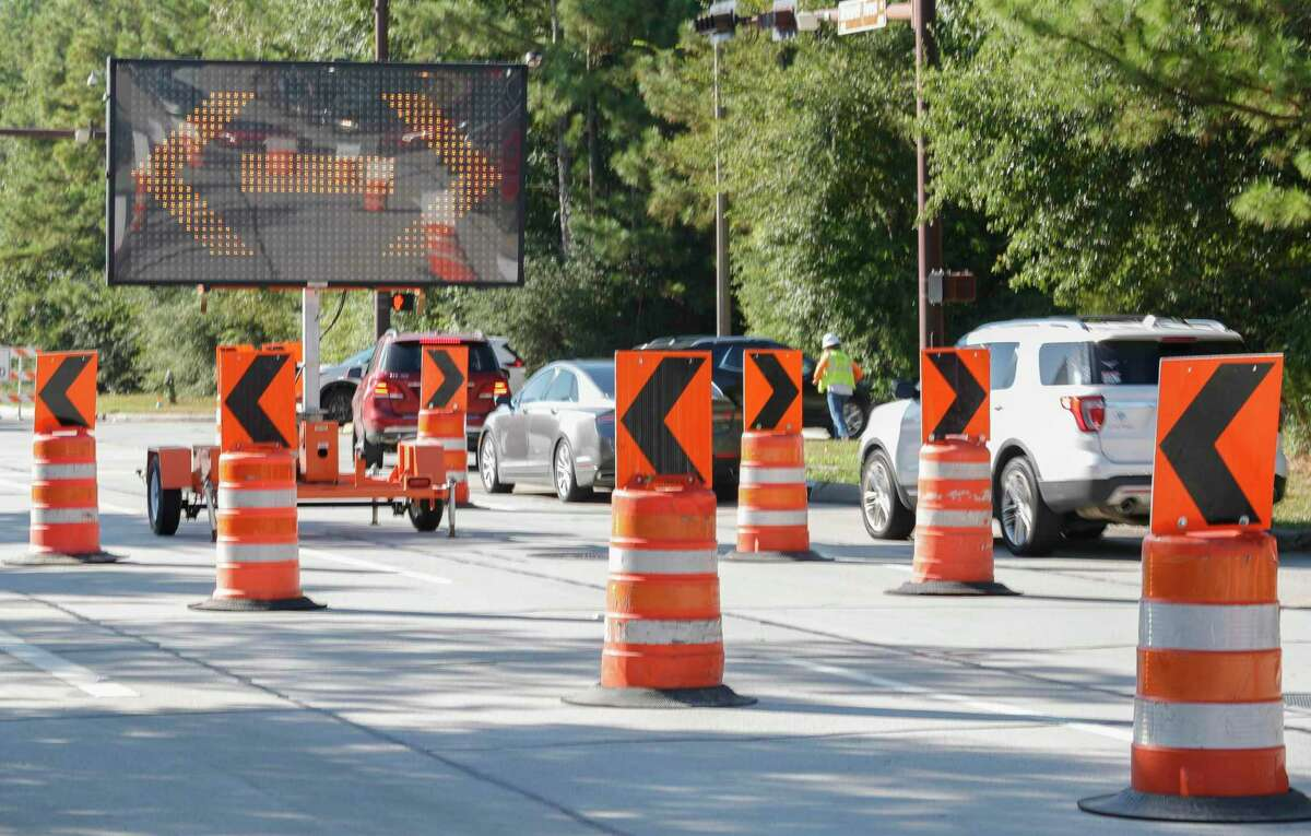 Traffic backs up on Research Forest Drive as workers with the San Jacinto River Authority reroute vehicles going east to begin repairs to a 30-inch surface water transmission line near New Trails Drive, Wednesday, Aug. 18, 2021, in The Woodlands.