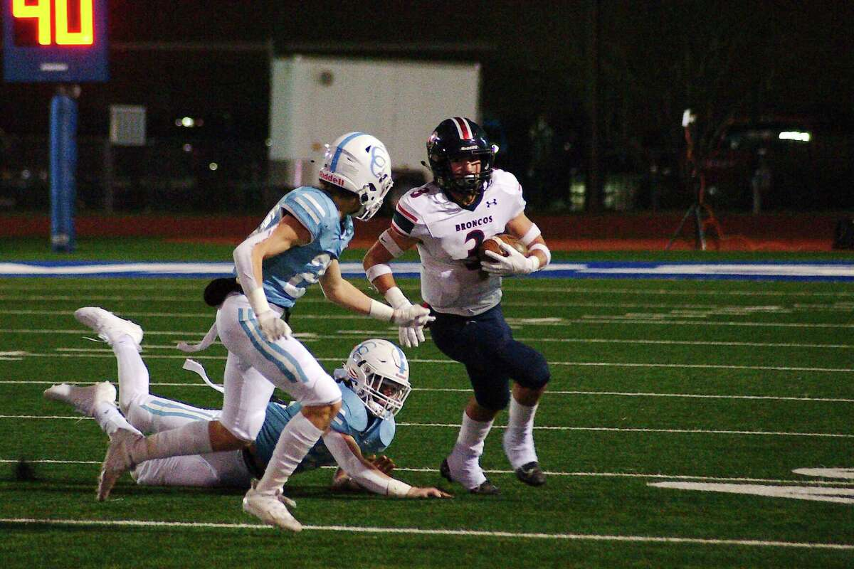 Bay Area Christian's Wesley Barnes (3), shown in action last year, helped power the Broncos to a 44-13 win over Wallis Brazos Friday night.