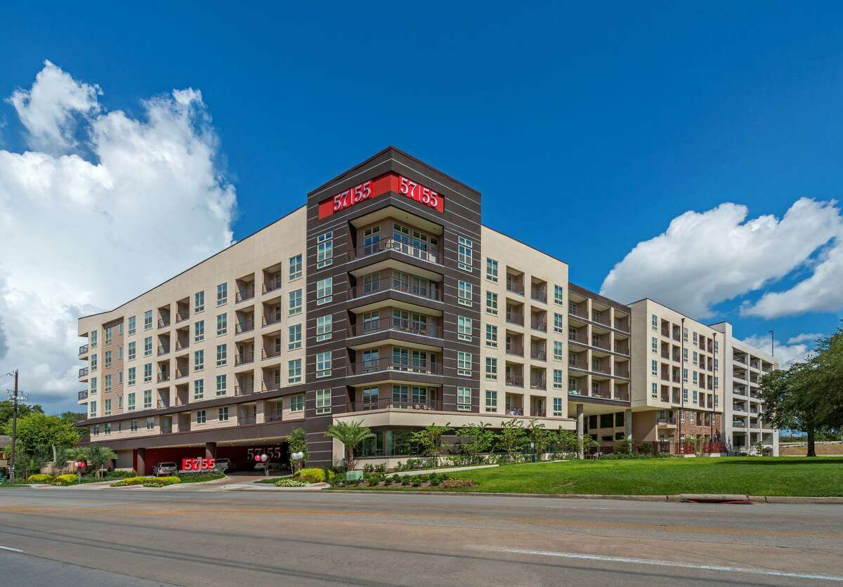 Sun Holdings purchased 5755 Hermann Park, an apartment complex at 5755 Almeda Road near the Texas Medical Center, from M-M Properties.