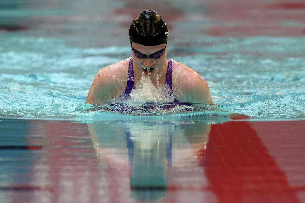 MINNEAPOLIS, MINNESOTA - JUNE 17: Colleen Young of the United States competes in the Women's 100m Breaststroke finals during day 1 of the 2021 U.S. Paralympic Swimming Trials at the Jean K. Freeman Aquatic Center on June 17, 2021 in Minneapolis, Minnesota. (Photo by Stacy Revere/Getty Images)