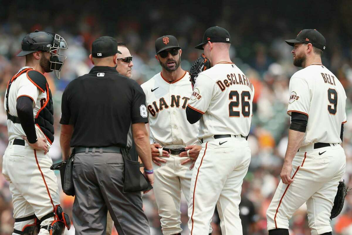 SAN FRANCISCO, CALIFORNIA - AUGUST 18: Starting pitcher Anthony DeSclafani #26 of the San Francisco Giants talks to Manager Gabe Kapler #19 before exiting the game in the top of the second inning against the New York Mets at Oracle Park on August 18, 2021 in San Francisco, California. (Photo by Lachlan Cunningham/Getty Images)