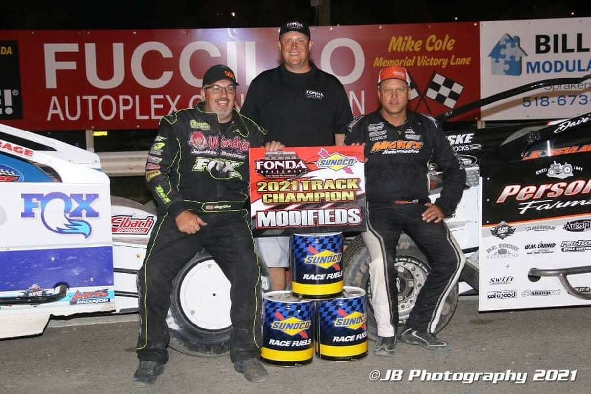 From left, Rocky Warner, Fonda promoter Brett Deyo, and Ronnie Johnson. Warner and Johnson tied for the modified points title.