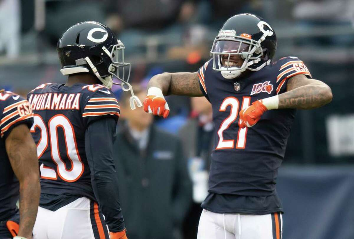 Then-Bears safety Ha Ha Clinton-Dix (21) celebrates during an NFL football game between the New York Giants and the Chicago Bears on November 24, 2019, at Soldier Field in Chicago, IL. (Photo by Patrick Gorski/Icon Sportswire via Getty Images)