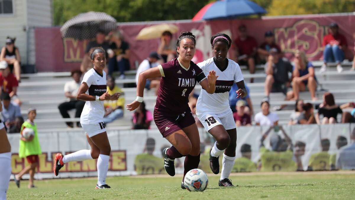 Valeria Macias and TAMIU were picked to finish ninth in the Lone Star Conference.