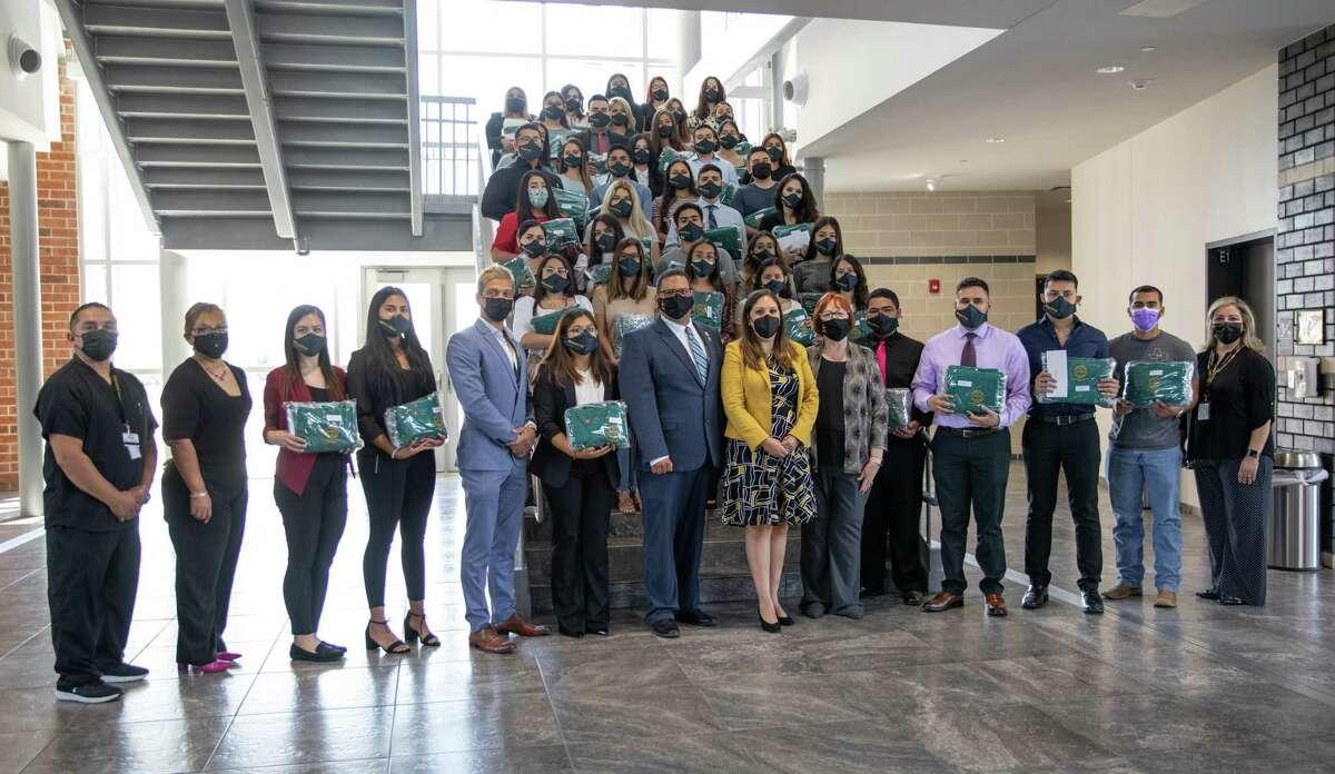 La distribución se kits de TikTok Health Heroes se llevó a cabo el miércoles 18 de agosto del 2021 en el edificio de la Facultad de Ciencias de la Salud ubicado en el campus sur de LC.