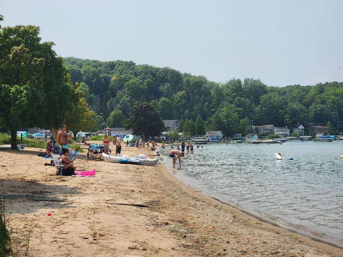 E.coli levels are again high at Beulah Beach, causing the Benzie Leelanau Distric Health Department to warn against bodily contact above the waist.