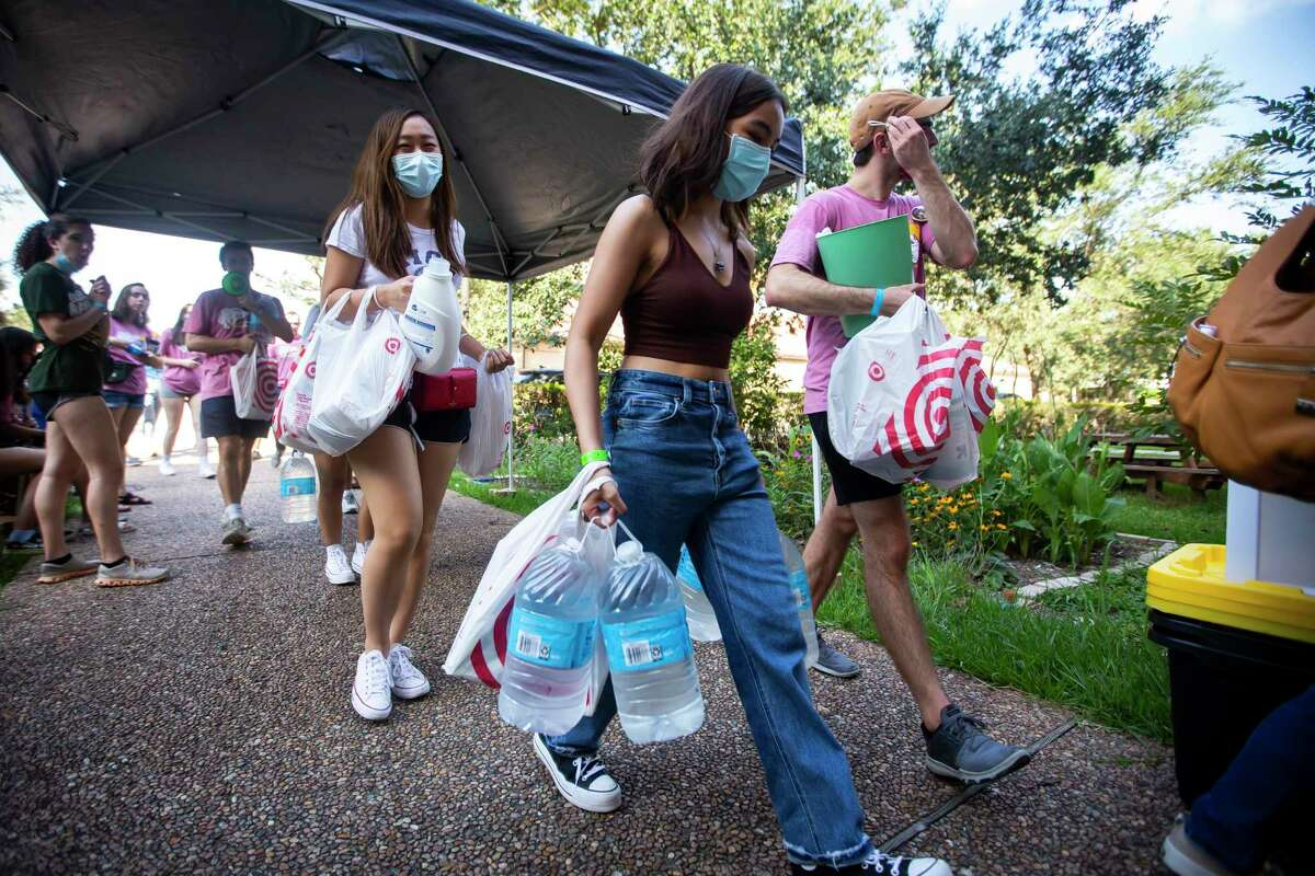 Roomates Britney Hsu and Ysabella Domingo carry supplies into their new dorm room during move-in day at Rice University on Sunday, Aug. 15, 2021.