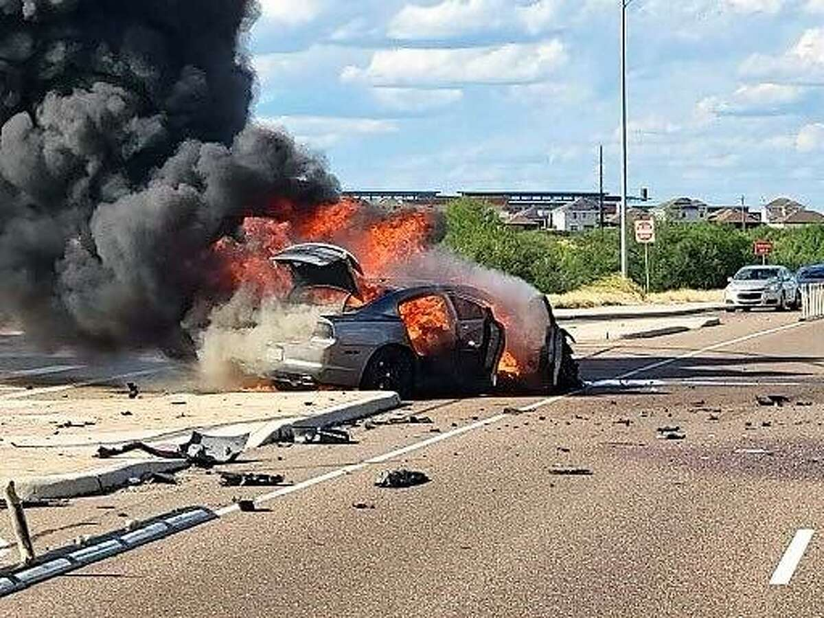 A human smuggling attempt ended with a fiery crash at the intersection of Lomas del Sur and Cuatro Vientos boulevards.