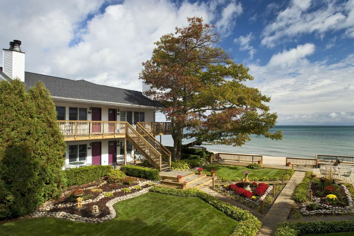 Daytime exterior of Lake Huron Inn overlooking the beach, Huron House B&B in Oscoda County.