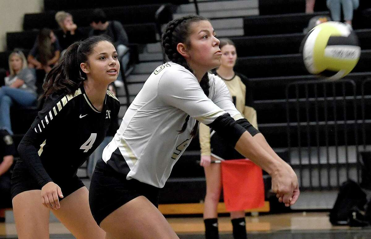 Nederland's Katie Perez returnns as they face Vidor Friday. Photo made Friday, August 20, 2021 Kim Brent/The Enterprise