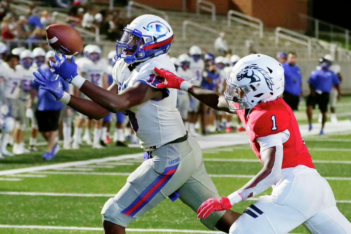 Highly touted Dickinson tight end Donovan Green and his teammates will face a stiff opening-week test in No. 2 Manvel.