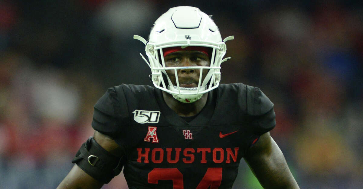 Houston Cougars LB Donavan Mutin gets ready for a play during game against the Washington State Cougars on September 13, 2019, at NRG Stadium in Houston, Texas. (Photo by John Rivera/Icon Sportswire via Getty Images)