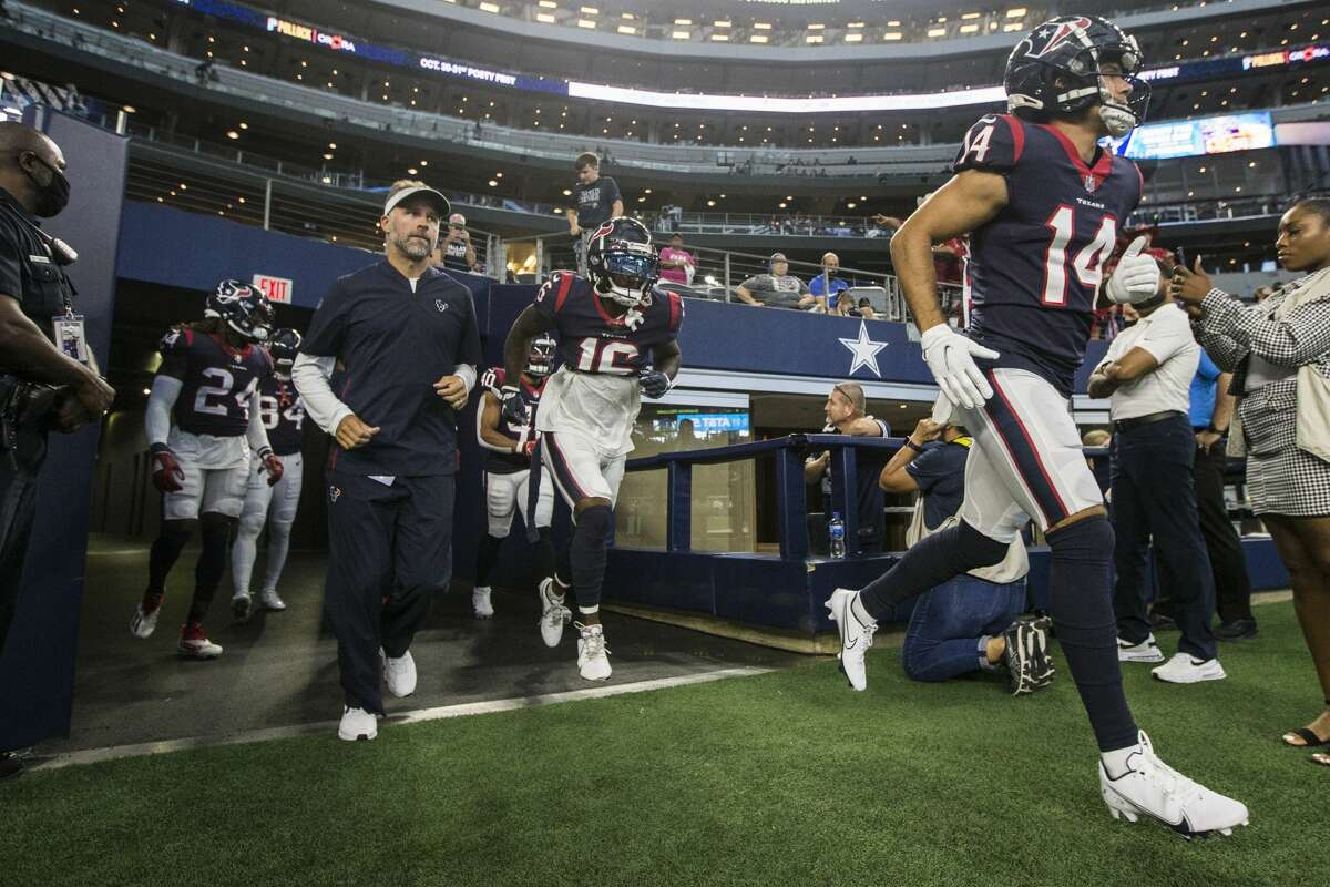 Houston Texans wide receiver Alex Erickson (14), and Houston Texans wide receiver Keke Coutee (16) run onto the field before an NFL pre-season football game Saturday, Aug. 21, 2021, in Arlington.