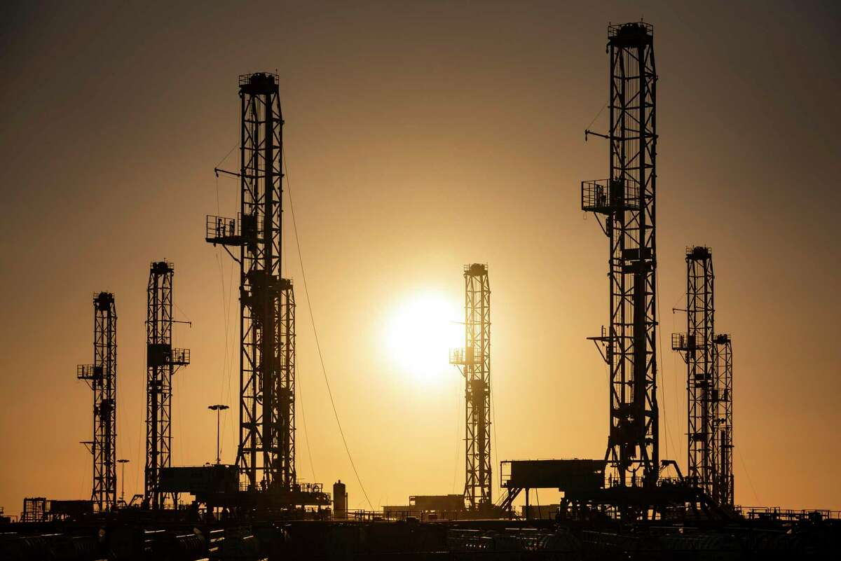 The number of drilling rigs operating in U.S. oil fields increased by nine this week as crude prices climbed near $72 a barrel.