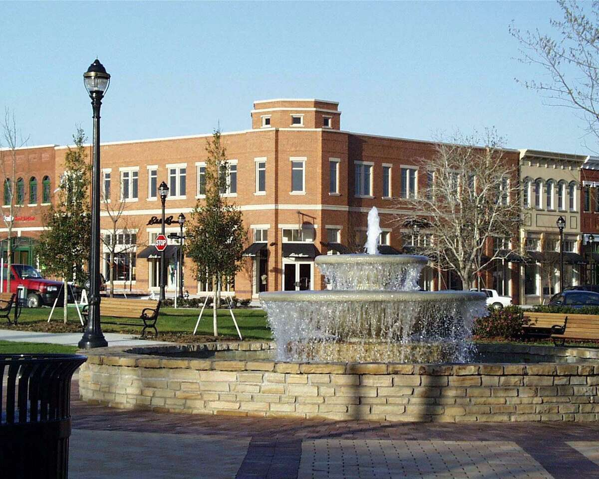 The fountain at the Southlake Town Square.