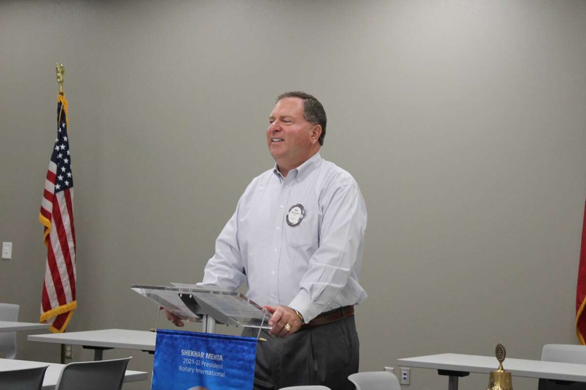 President-elect Paul Strouhal leads the ceremonies during the scholarship luncheon.