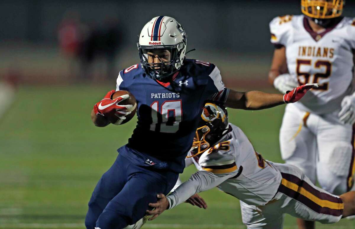 S.A. Veterans Memorial running back JC Solitaire scores a touchdown against Harlandale at at Rutledge Stadium on Friday, Oct. 30, 2020.