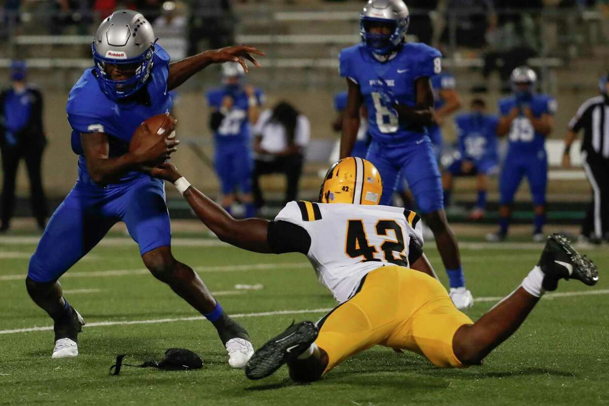 Fort Bend Marshall defensive end Zachary Chapman (42) sacks Willowridge quarterback Rufus Scott for a loss during an 11-5A matchup at Hall Stadium Thursday, Nov. 12, 2020 in Missouri City.