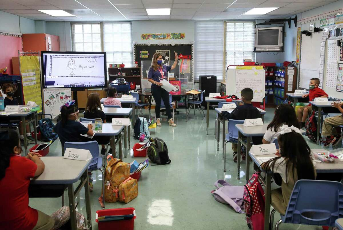 Claudia Talavera teaches her first-grade class during the first day of classes in Houston Independent School District on Monday, Aug. 23, 2021, at Memorial Elementary School in Houston.