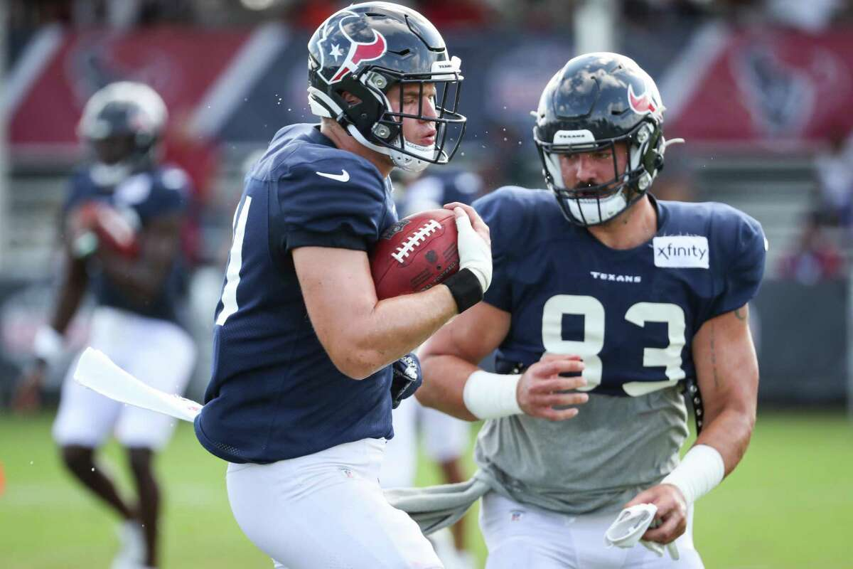 New acquisitions Ryan Izzo and Antony Auclair (83), who are among five tight ends still in Texans training camp, have mostly been used as blockers this preseason and have yet to be targeted for a pass.