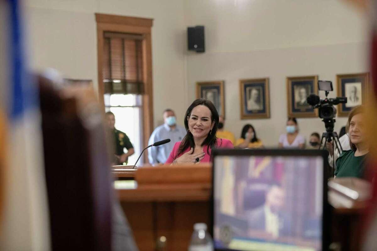 La presidenta electa de Nuevo Laredo, México, Carmen Lilia Canturosas, fue reconocida durante la reunión de la Corte de Comisionados el lunes 23 de agosto de 2021.
