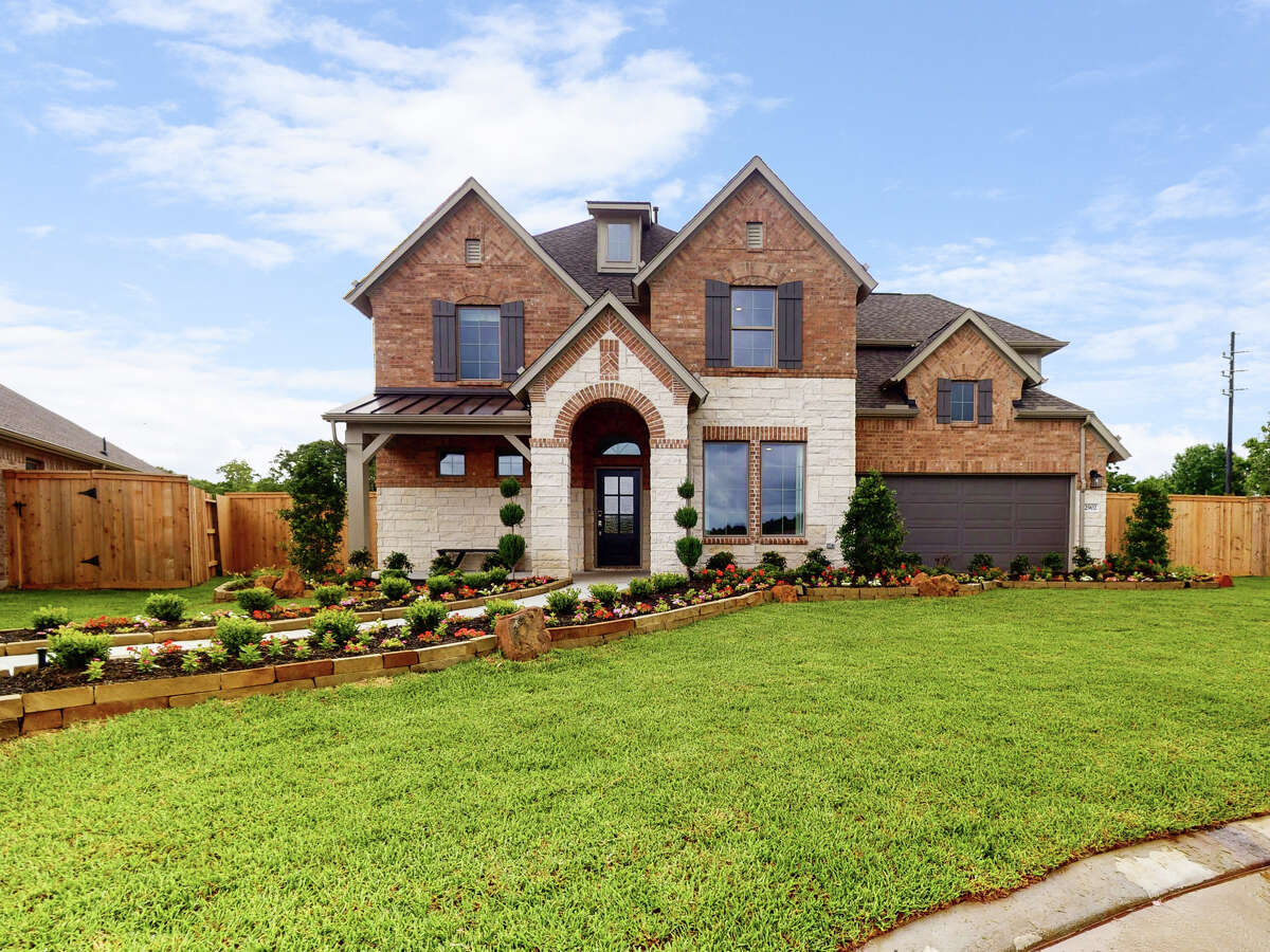 M/I Homes is poised to double its footprint in Houston over the next 18 months, securing nearly 1,800 homesites in six area communities. New home sales in the first community begin late 2021.
