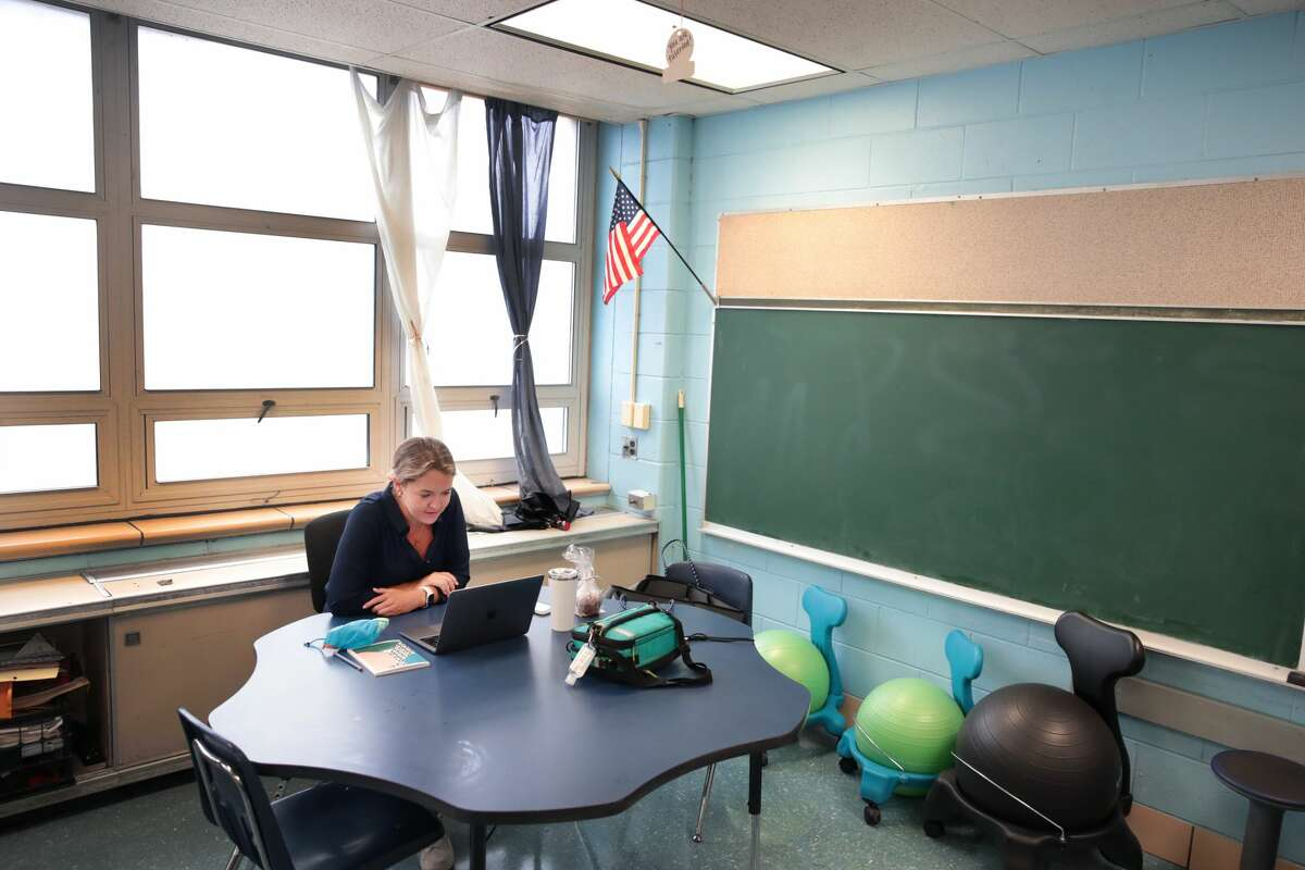 Lucy Baldwin, a teacher at King Elementary School, sits in an empty classroom teaching her students remotely during the first day of classes on September 08, 2020 in Chicago, Illinois. (Photo by Scott Olson/Getty Images)