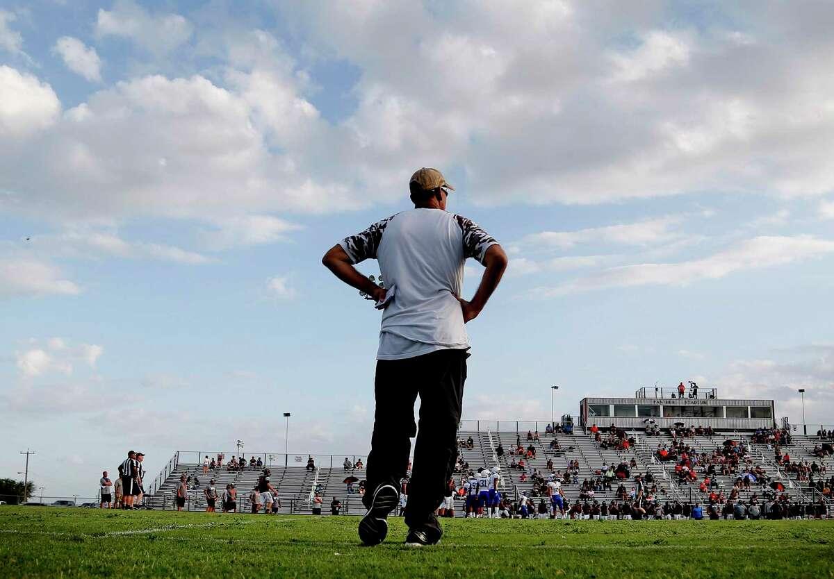 Somerset football coach Koy Detmer at the Bulldogs scrimmage at Medina Valley on Friday, Aug. 20, 2021.