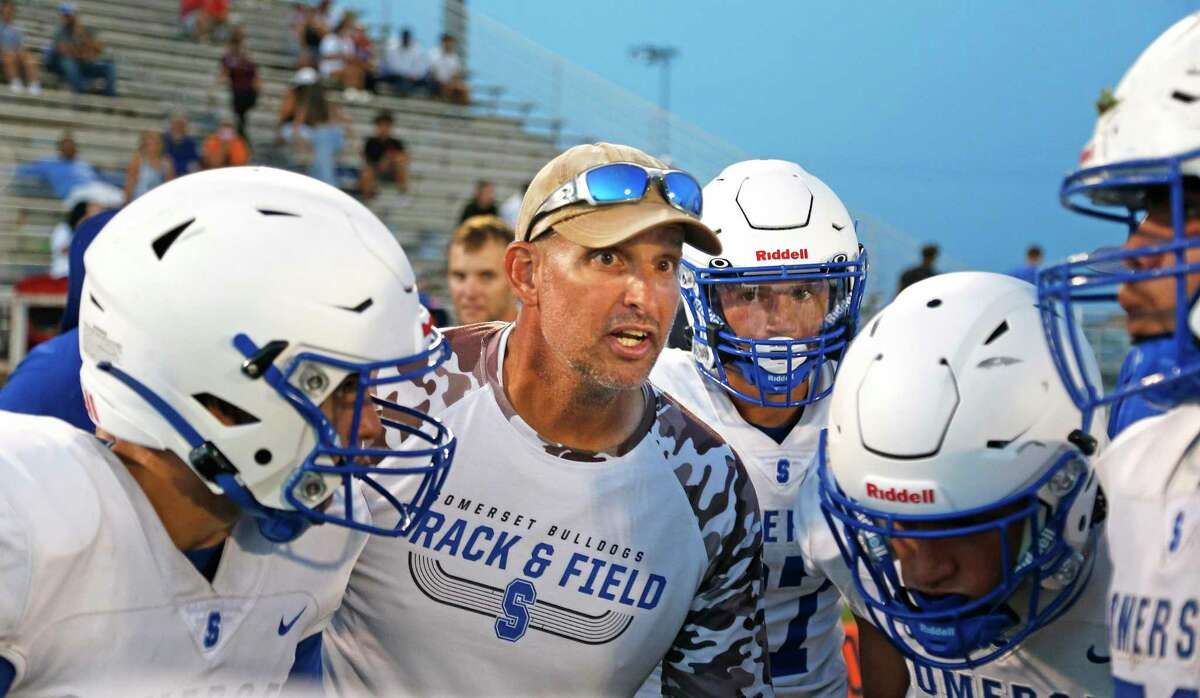Somerset football coach Koy Detmer sets up a play during his Bulldogs scrimmage at Medina Valley on Friday, Aug. 20, 2021.