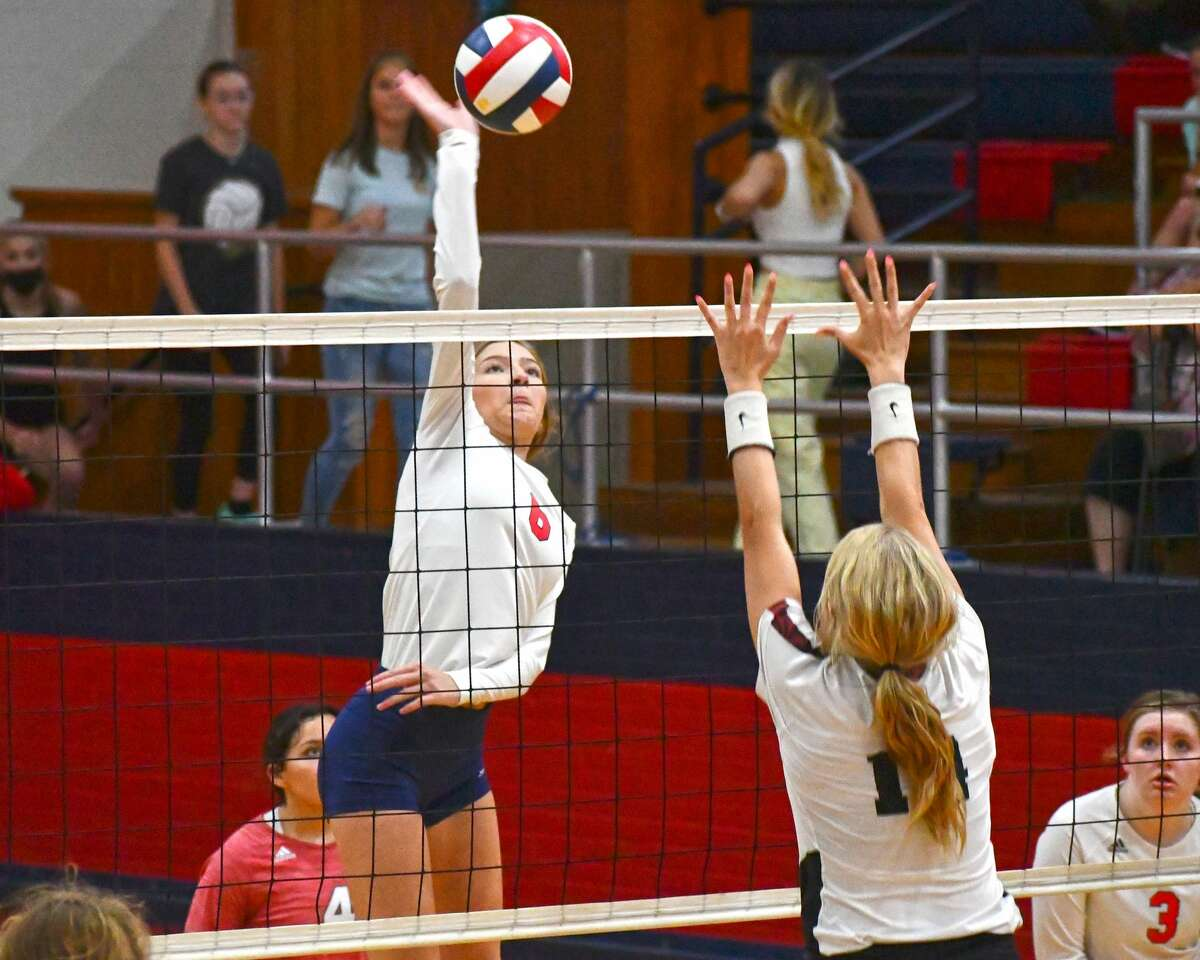 Plainview hosted Shallowater in a non-district volleyball game on Tuesday in the Dog House. The Fillies, ranked sixth in Class 3A, defeated the Lady Bulldogs 3-1.