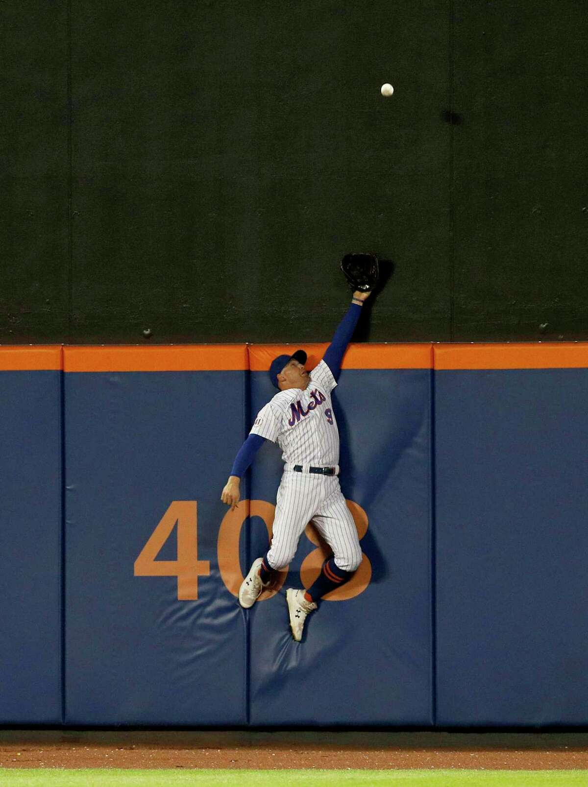 NEW YORK, NEW YORK - AUGUST 24: Brandon Nimmo #9 of the New York Mets can't come up with a ball hit by LaMonte Wade Jr. of the San Francisco Giants for a two run home run during the fourth inning at Citi Field on August 24, 2021 in New York City. (Photo by Jim McIsaac/Getty Images)
