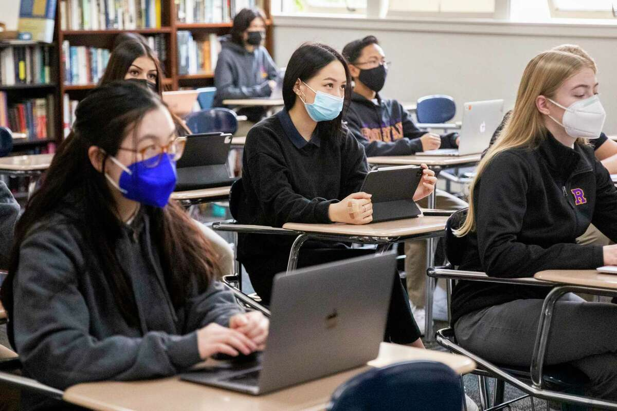 Masks in schools help reduce the spread of COVID-19, but it doesn't work if it's voluntary. Districts need to step up and mandate masks to prevent the spread.