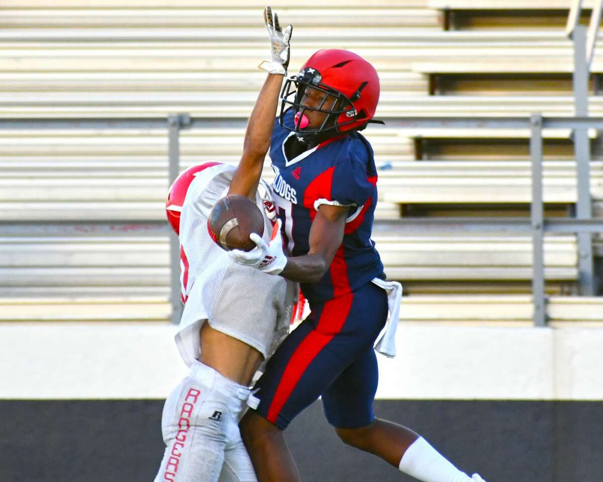 Plainview's Jerome Johnson hauls in a one-handed catch against a Perryton defender during a scrimmage last week in Greg Sherwood Memorial Bulldog Stadium. The Bulldogs begin the 2021 season on the road against Levelland.