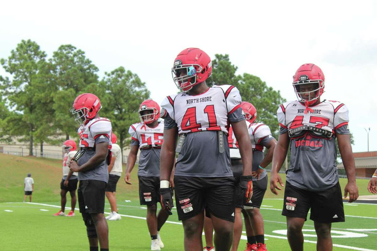 The North Shore defense returns eight starters from last year's team. The Mustangs will have expereince at all positions on defense.