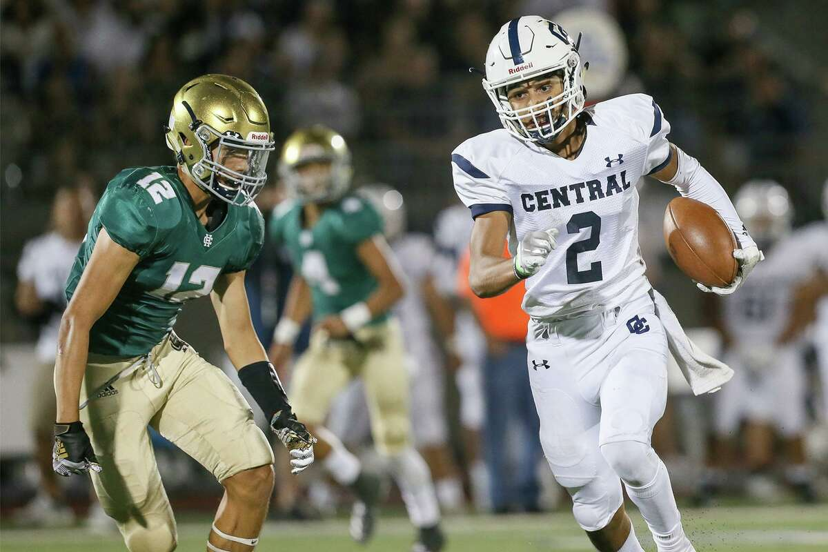 Gomez is a three-year starter who had 1,187 total yards and 12 combined touchdowns during the Buttons' six game season last year.