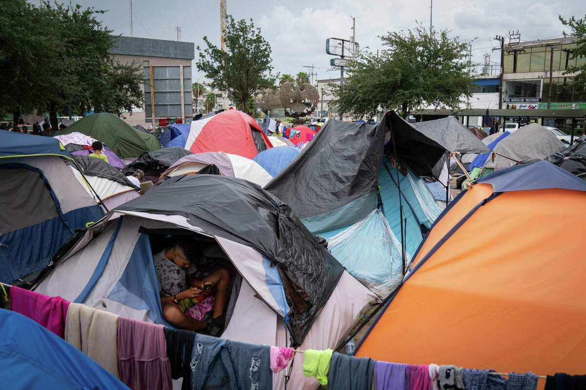 Hundreds of tents form a makeshift migrant encampment in a downtown plaza in Reynosa, Mexico, Aug. 6, 2021. President Joe Biden?•s policies helped shut down a camp in Mexico that housed migrants during the Trump administration ?' but thousands are gathered now in a new camp. (Sarahbeth Maney/The New York Times)