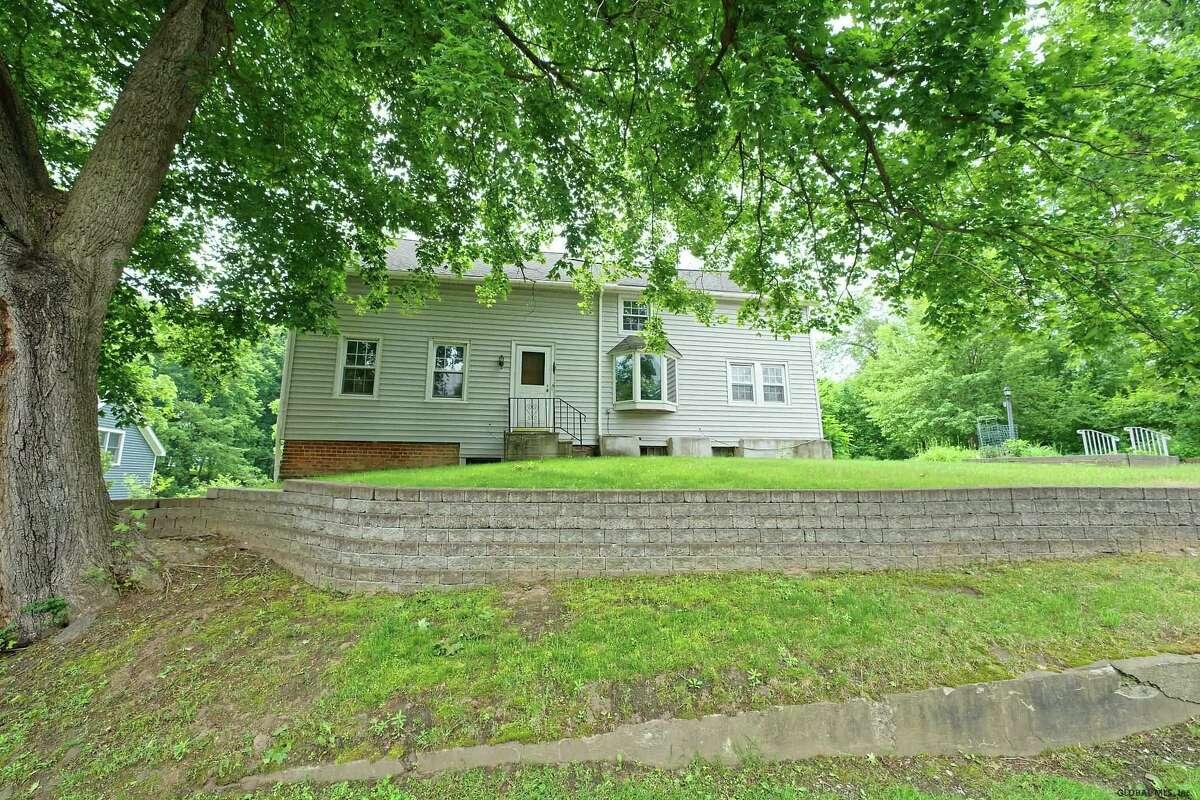$229,900. 1110 Niskayuna Road, Niskayuna 12309. View listing.
