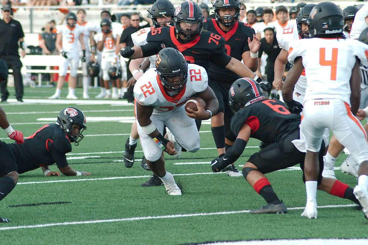 Texas City's Caleb Bell (22) finds a hole into the end zone against Clear Brook Thursday, Aug. 26, 2021 at CCISD Challenger Columbia Stadium.