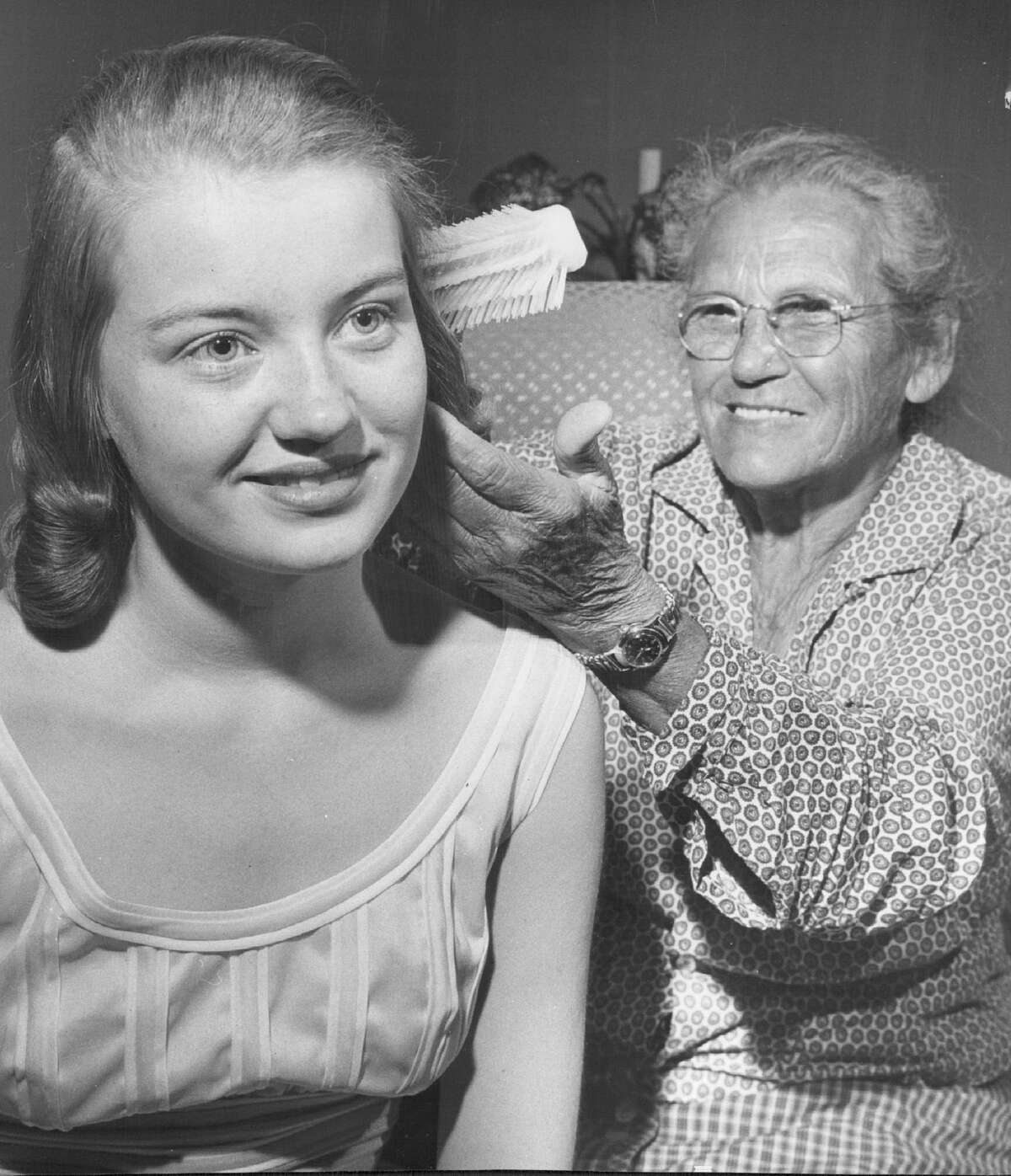 Emma Gatewood, a great-grandmother who hiked from Missouri to Oregon, stops in Denver. While staying with a family there, she combed the hair of Donna Baldwin, 15.