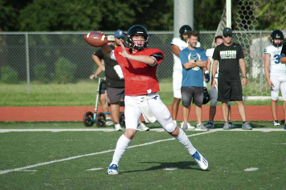 Friendswood quarterback Matthew Dupuis sets up to pass in a scrimmage against Dawson.