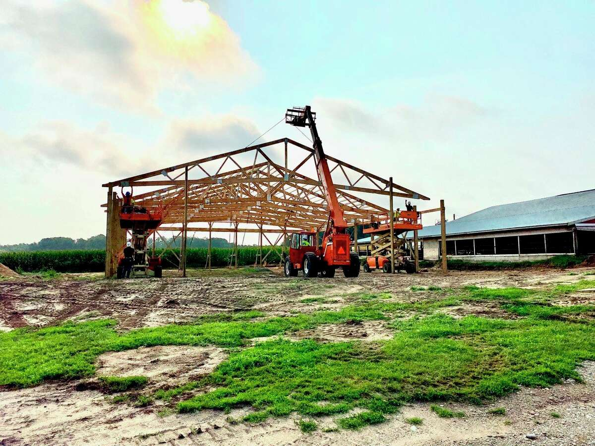 The new barn being built on the Carmichael farm inHersey will be used to implement an automatic feeding system toreduce the amount of labor and time it takes to feed and manage a large number of baby calves. (Courtesy/Christina Carmichael)