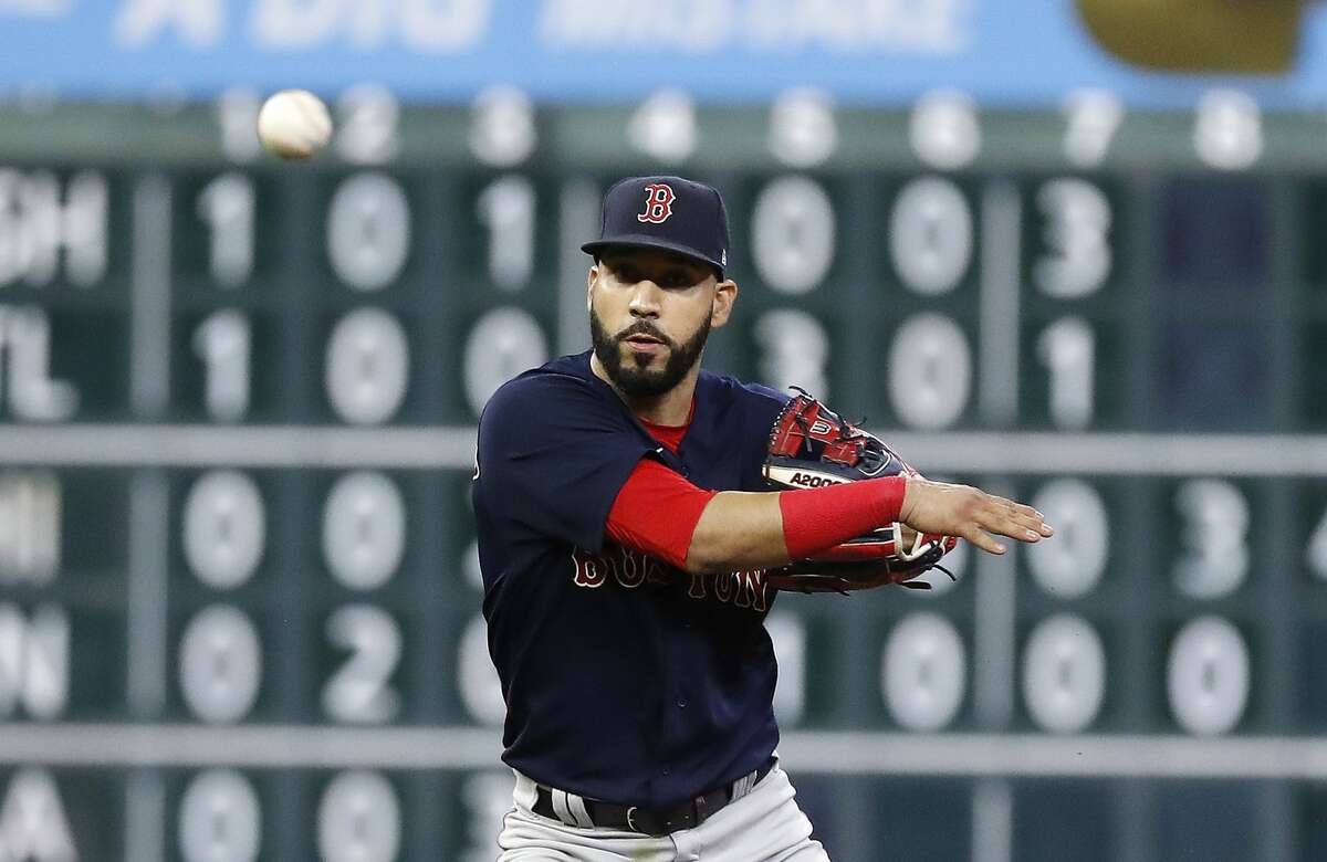Marwin González is back with the Astros.