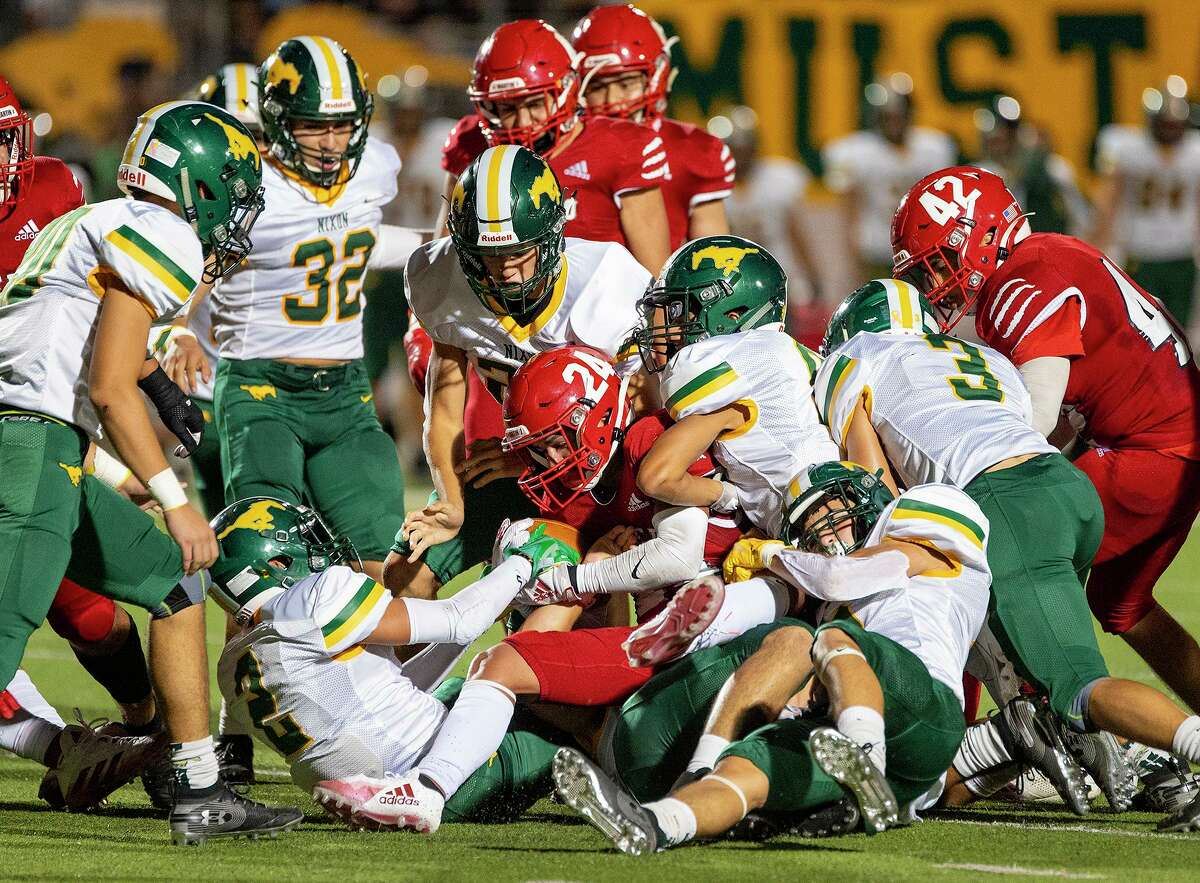 Nixon defeated Martin 28-13 on Friday to clinch its sixth-straight victory over its crosstown rival.
