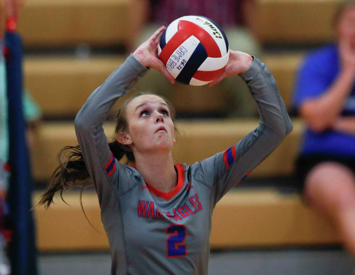 Oak Ridge's Avery Fowler (2) sets the ball in the second set during a non-district high school volleyball match at Oak Ridge High School, Tuesday, Aug. 17, 2021.