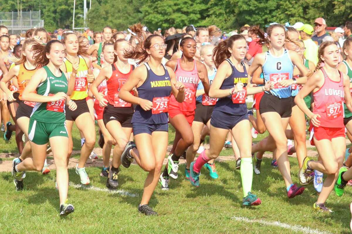 The large schools race in which Manistee competed Saturday featured more than 200 runners. (Robert Myers/News Advocate)