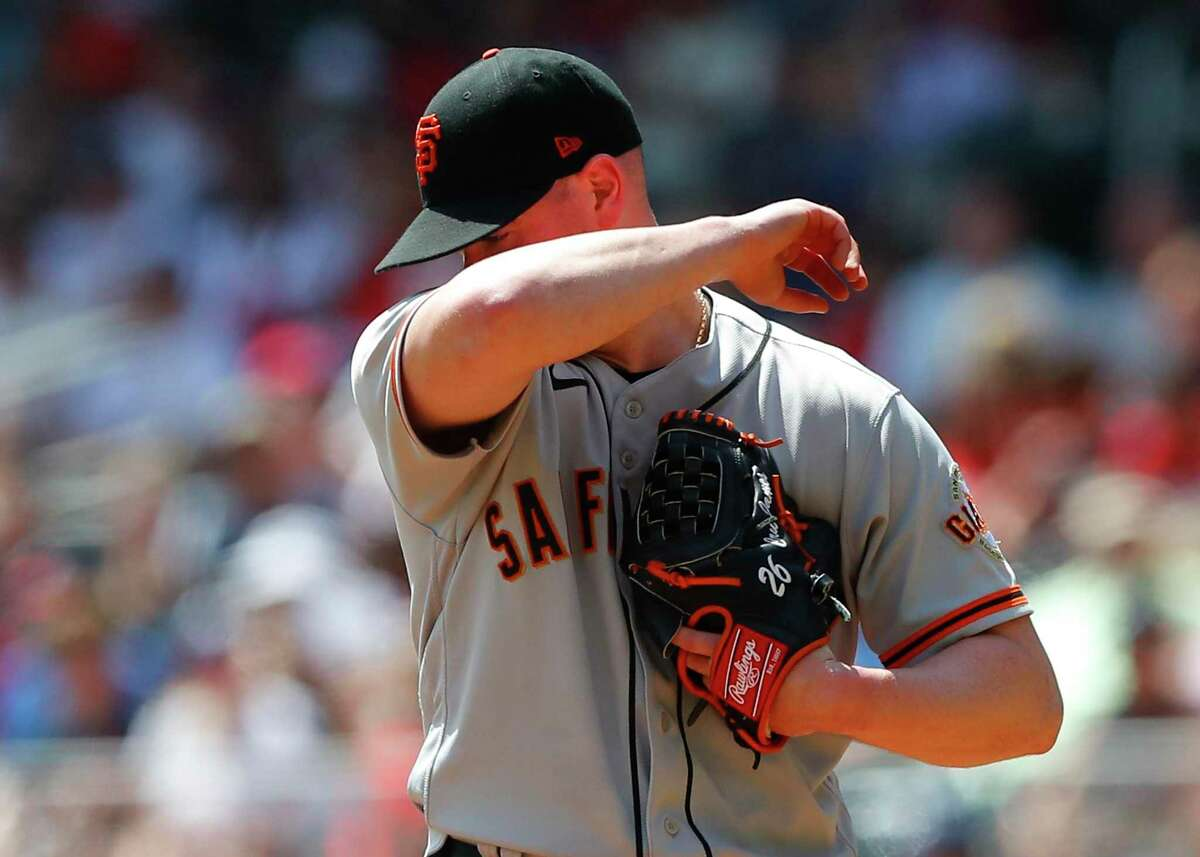 ATLANTA, GA - AUGUST 29: Anthony DeSciafani #26 of the San Francisco Giants wipes off the sweat in the fourth inning of an MLB game against the Atlanta Braves at Truist Park on August 29, 2021 in Atlanta, Georgia. (Photo by Todd Kirkland/Getty Images)