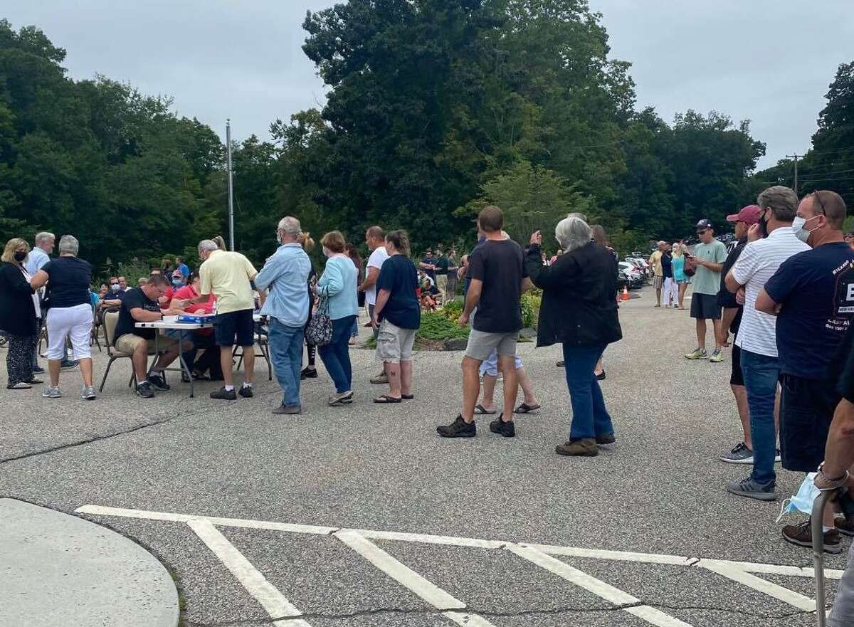 New Fairfield residents line up outside the senior center the afternoon of Aug. 29, 2021, for the town meeting on the Board of Selectmen's proposed noise ordinance. The ordinance failed to pass by a vote of 254 to 129.