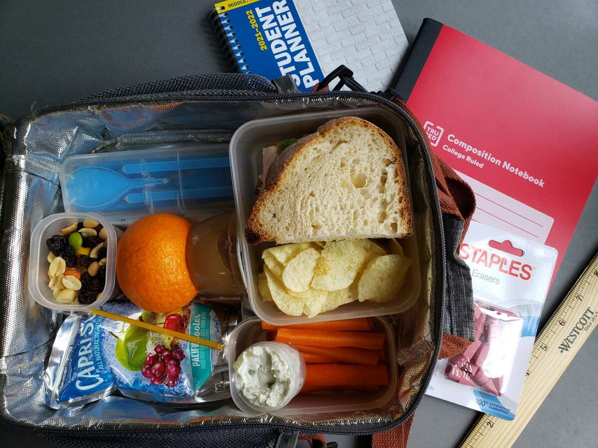 A healthy, packed-at-home school lunch gives parents more control over what their kids eat, but making them daily requires planning and adds expense.